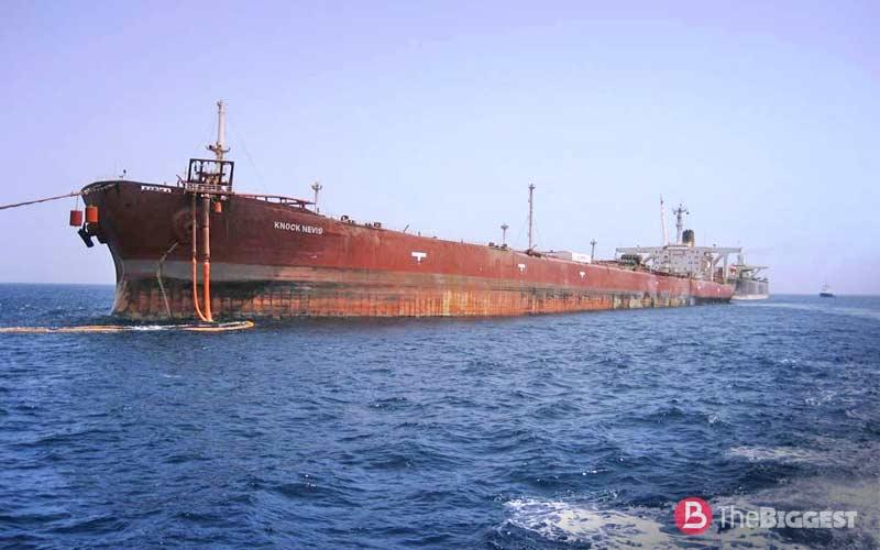 Очень большой корабль Knock Nevis