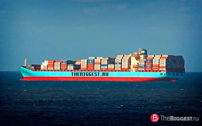 Огромный корабль контейнеровоз