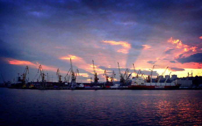 На фото: Порт Мариуполя