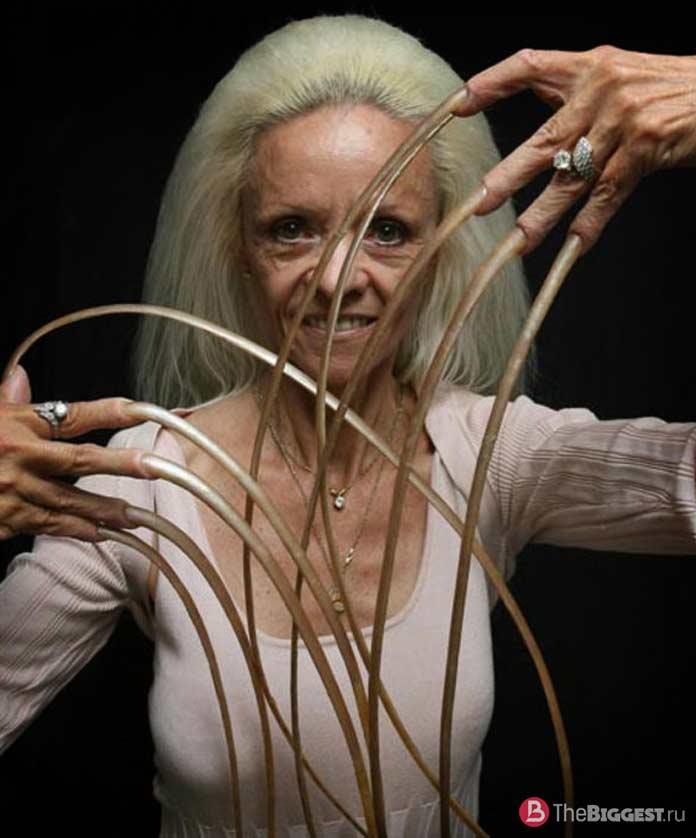 Ли Реймонд и её невероятно длинные ногти
