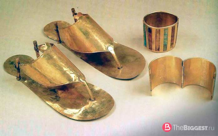 золотые сандалии