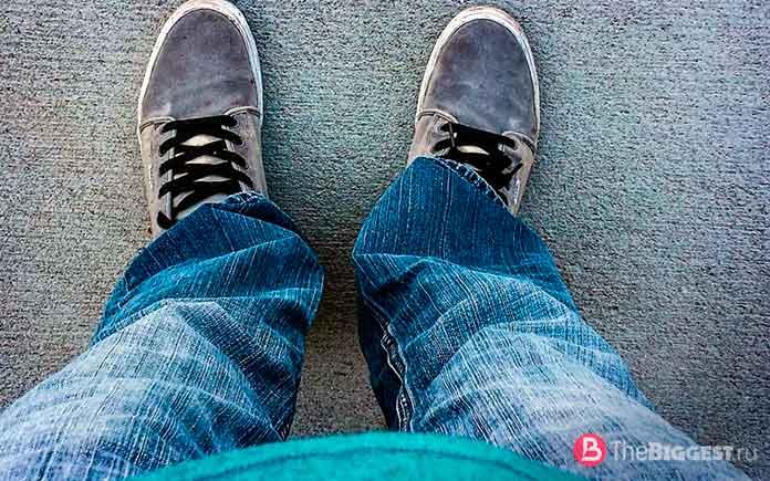 Носить джинсы