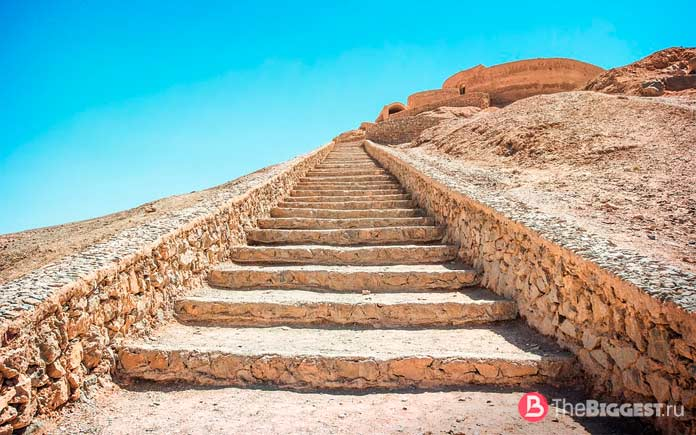 Список самых длинных лестниц