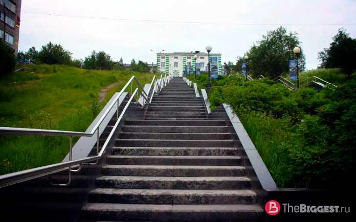Лестница в Мурманске