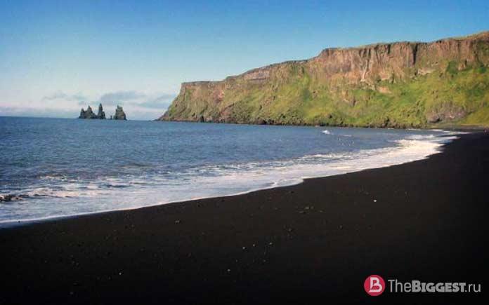 Чёрный пляж - один из самых инстаграмных пляжей мира