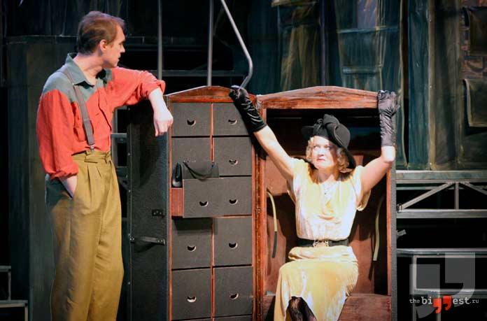 Сцена из спектакля «Трамвай «Желание»» Саратовского драматического театра
