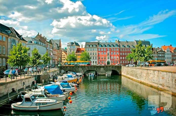 Чистая водопроводная вода течёт из кранов датчан. СС0