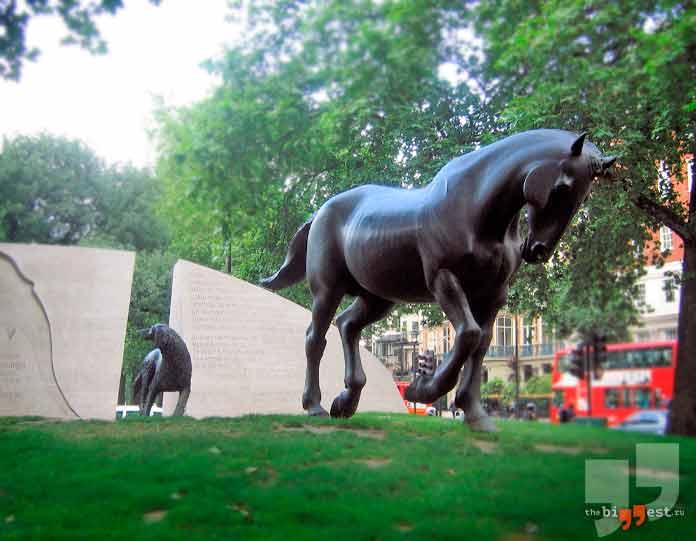 Памятники животным: Мемориал погибшим в войне животным. CC0