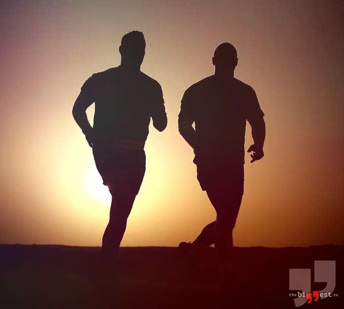 Мужчины бегут. CC0