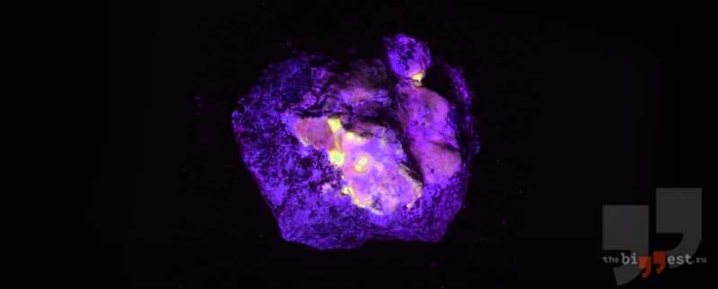 Светящийся камень
